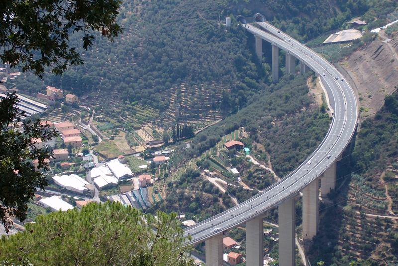 L autostrada dei fiori la topina della valle argentina for Ponte sopra i disegni del garage