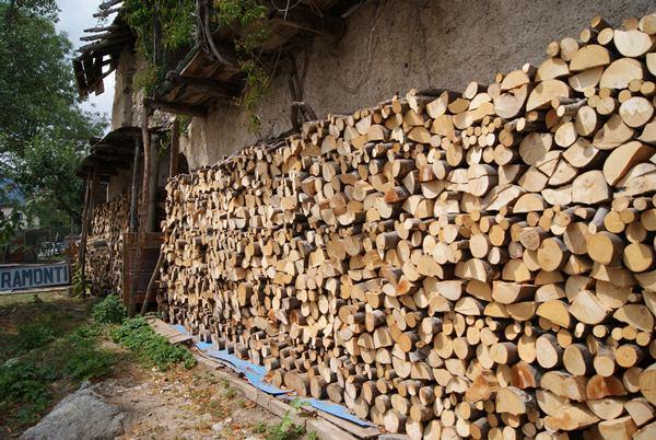 prepariamo la legna per l inverno la topina della valle