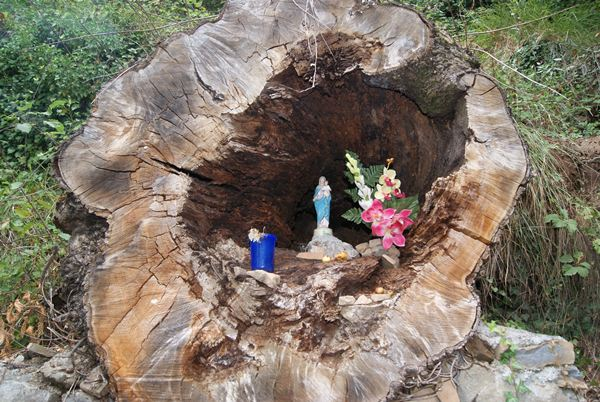 Madonna la topina della valle argentina - Nicchie per statue da giardino ...