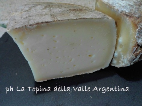 toma di mucca - formaggio ligure - cucina bianca - triora